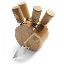Okrúhly stojan s nožmi na syr
